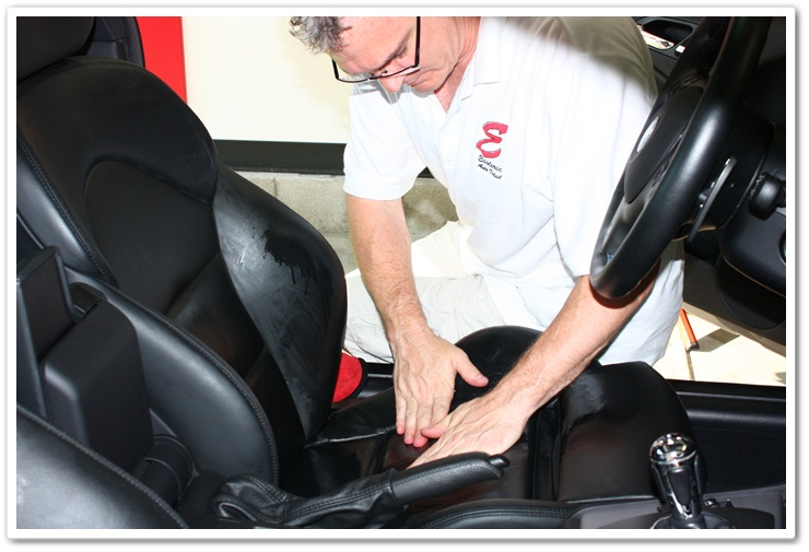 Applying Leatherique Prestine Clean to the leather seats of a 2005 BMW M3
