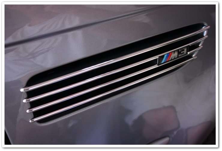 Detailed 2005 BMW M3 kidney grill
