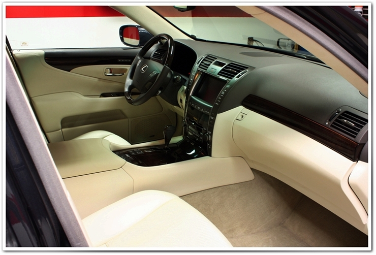 2008 Lexus LS460L detailed interior