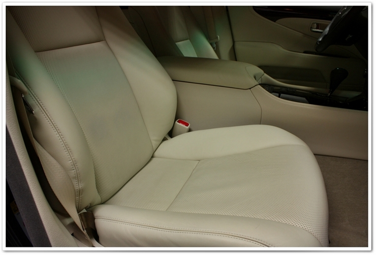 2008 Lexus LS460L interior leather seat