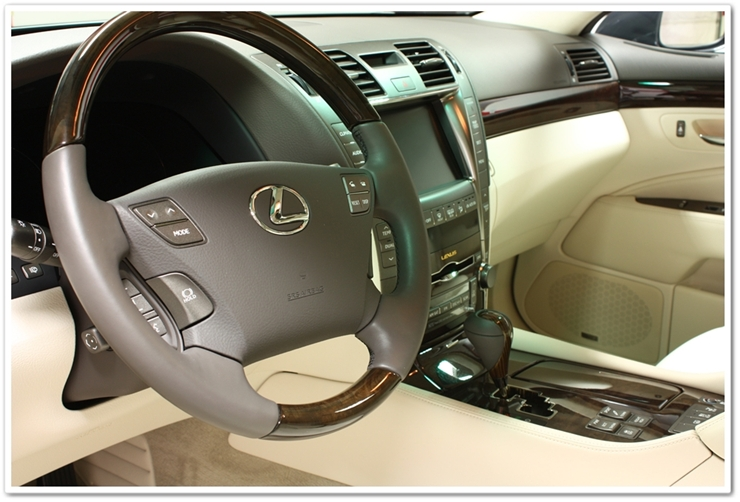 2008 Lexus LS460L steering wheel detailed by Esoteric Detail