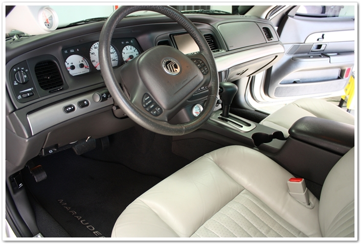 2004 Mercury Marauder interior detailed