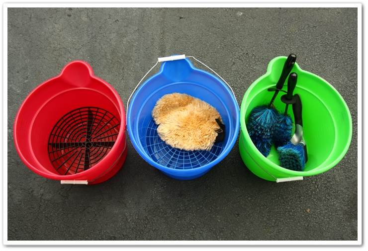 Wash buckets with Grit Guard inserts prior to washing your vehicle