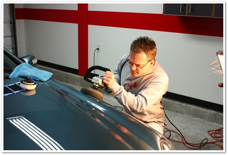 Todd Cooperider polishing a Mercedes SL500