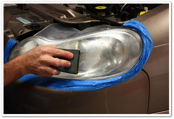 Wet sanding a headlight to remove scratches, hazing and oxidation
