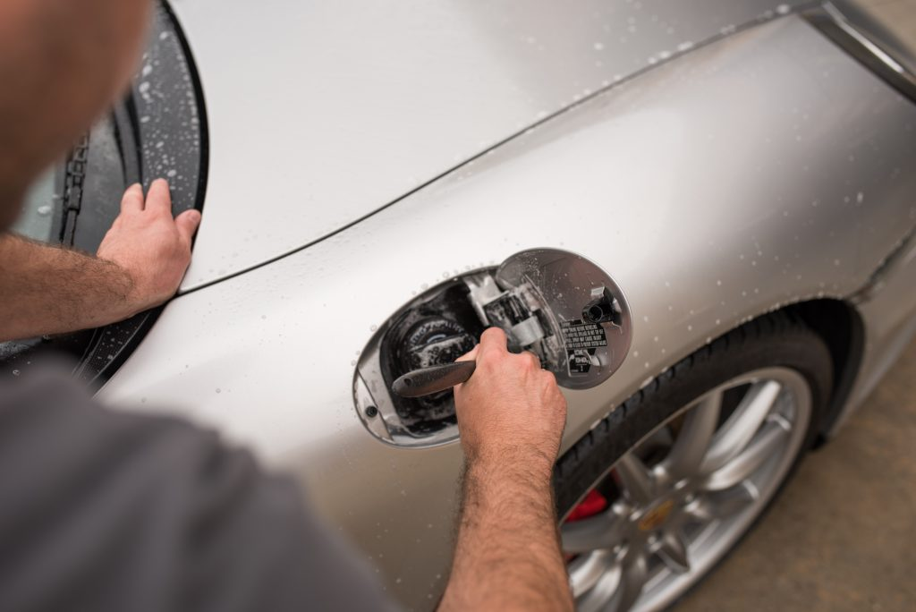Detailing Porsche 911 gas door