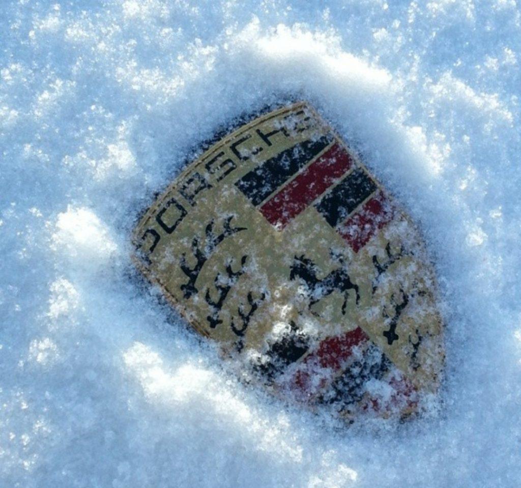 snow porsche