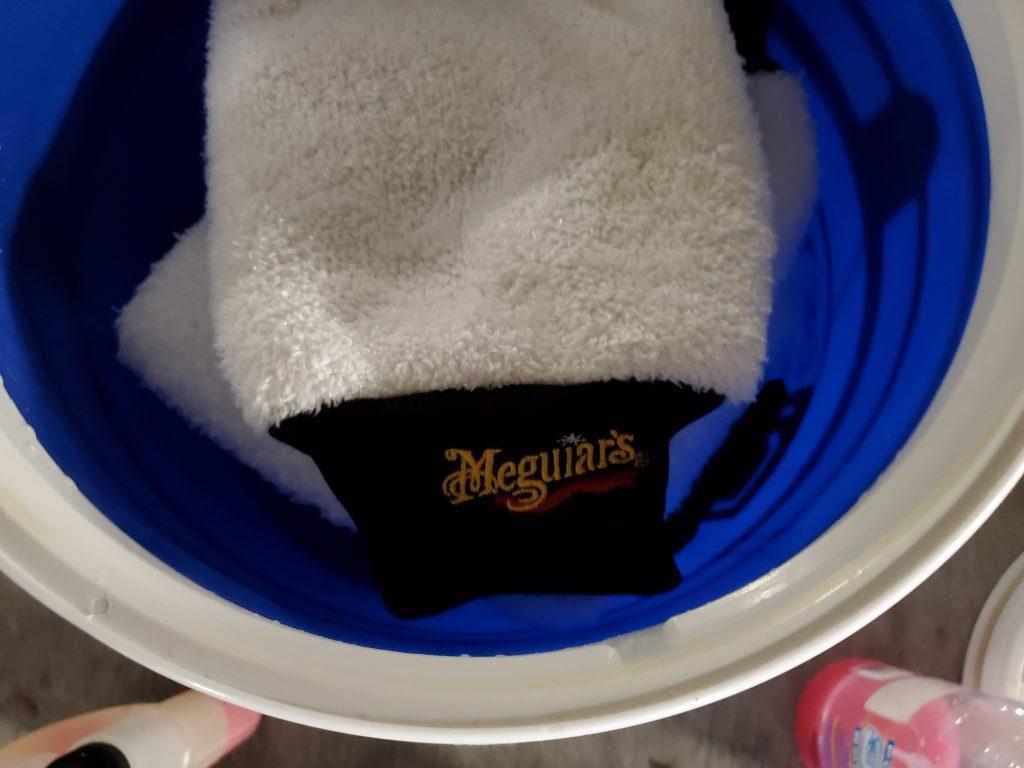 Wash-Mitt-Bucket
