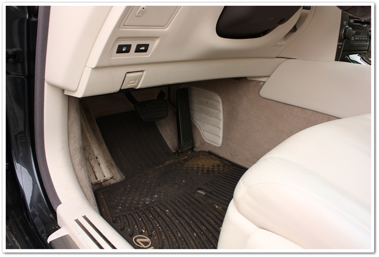 2008 Lexus LS460L carpet and floor mat before cleaning