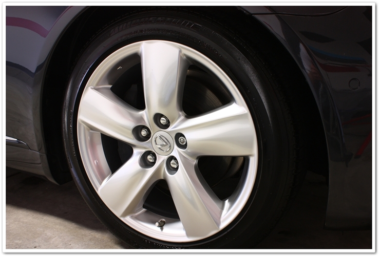 2008 Lexus LS460L wheels detailed