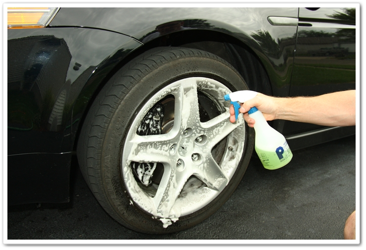 Spraying P21S Gel Wheel Cleaner onto the wheels of an 2007 Acura TL