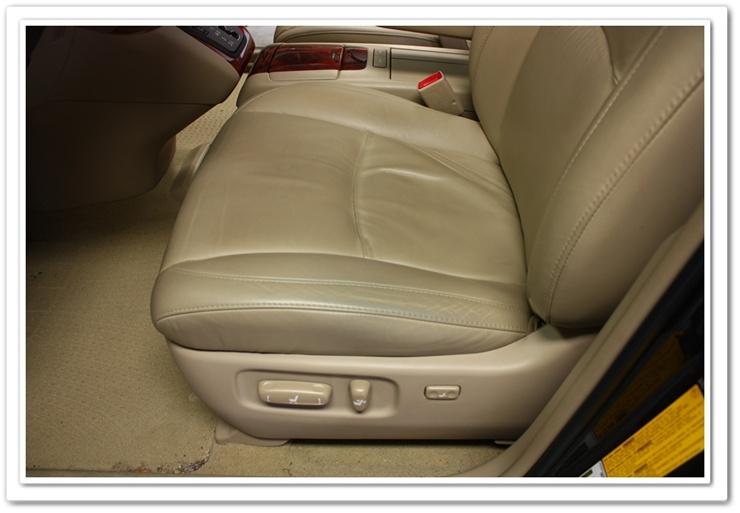 Worn out Lexus RX350 learther seats before Leatherique Prestine Clean