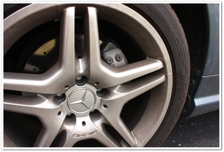 Dirty Mercedes SL500 wheels and tires