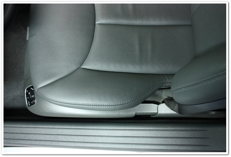 Detailed Mercedes SL500 driver seat